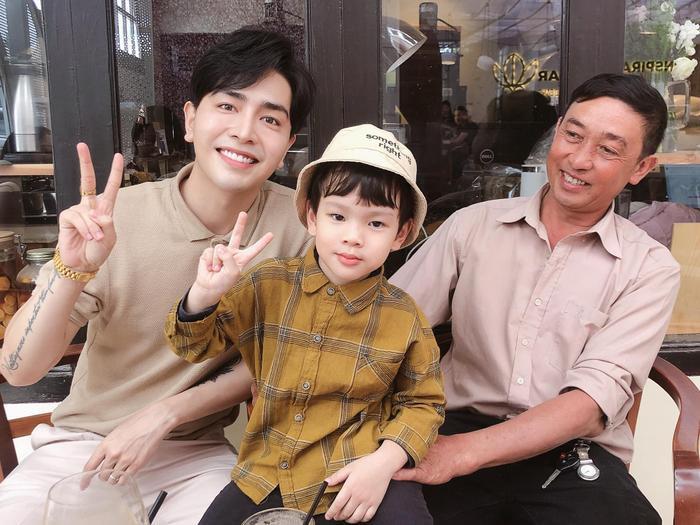 Thu Thủy từng chia sẻ con trai của cô xưng hô với ông bà nội hết sức thân mật như con cháu trong nhà