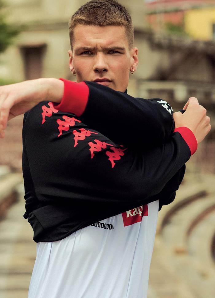 Kappa pha trộn hoàn hảo giữa tinh thần thể thao mạnh mẽ và phong thái thanh lịch và quyến rũ.