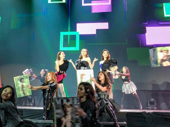 Ba cô nàng Taew – Mew – Toey đứng chung sân khấu