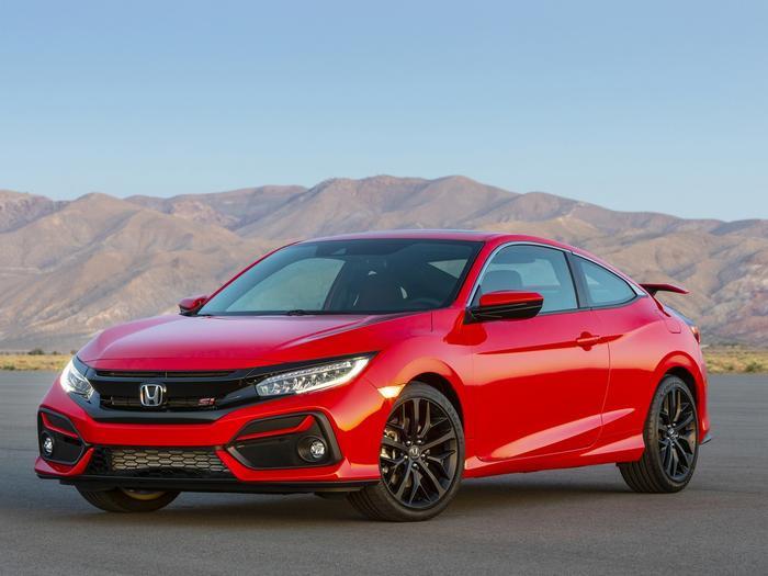 3. Honda Civic:Civic 2019là phiên bản facelift sở hữu nhiều chi tiết nâng cấp về ngoại hình, bên cạnh đó xe còn được tích hợp thêm các tính năng tiện nghi hiện đại, hứa hẹn trải nghiệm khác biệt so với các đối thủ cùng phân khúc. Không những thế, sedan hạng C thể thao cỡ nhỏ nàycòn góp mặt trong danh sáchTop 10 mẫu xe bán chạy nhất mọi thời đại.