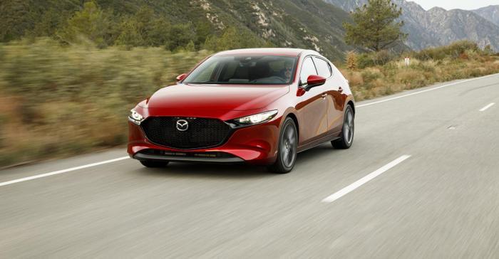 1. Mazda3: So với thế hệ cũ, Mazda 3 mới có nội, ngoại thất được thiết kế lại đẹp mắt hơn, động cơ chuyển sang loại SkyActiv G 4 xi-lanh công suất 165 mã lực.Mazda 3 2019 vừa được chính thức ra mắt tại thị trường Thái Lan với giá từ 782 triệu đồng và nhiều khả năng sẽ cập bến thị trường Việt Nam ngay trong tháng 10 tới đây.