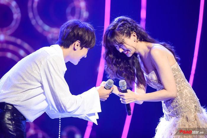 Hari Won không giấu được sự vui mừng khi đêm nhạc có sự xuất hiện của Park Jung Min.