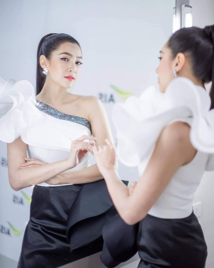 Top 20 nghệ sĩ Thái Lan tăng follow nhiều nhất tháng 9/2019: Lisa vẫn giữ ngôi vị số 1, sự xuất hiện của nam thần Nadech Kugimiya vượt mặt các mỹ nhân ảnh 4