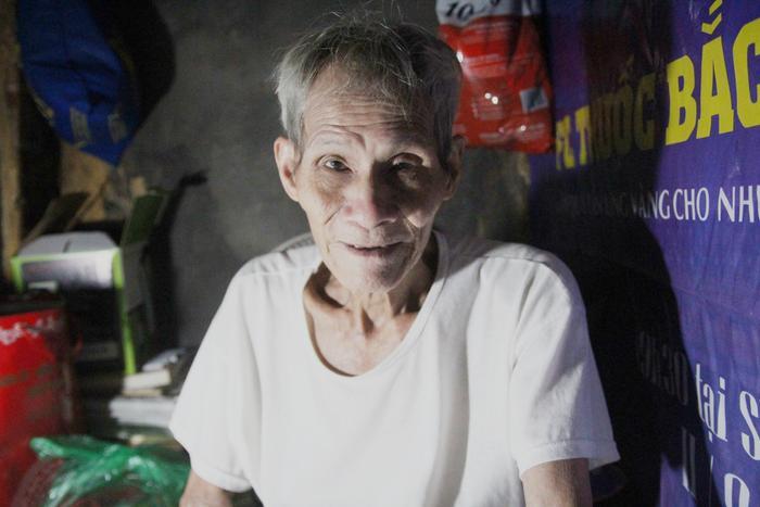 Ông Chu Văn Cao, chủ nhân của ngôi nhà nhỏ như chiếc hộp ở phố Thuốc Bắc.