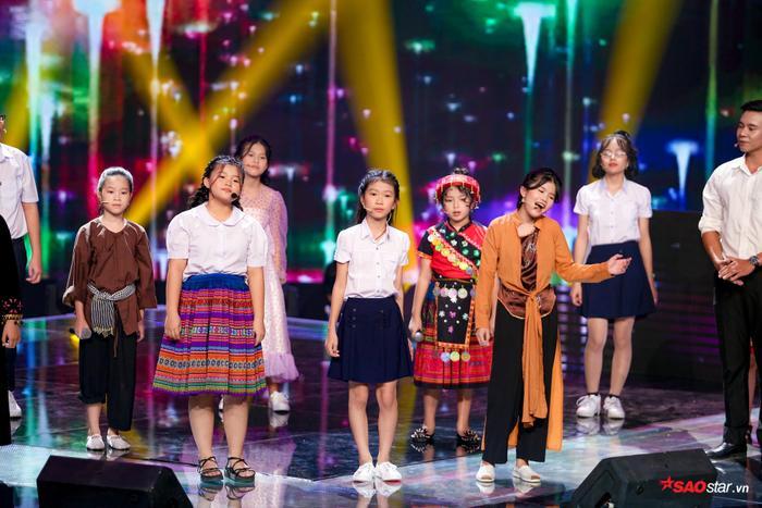Hương Giang  Dương Cầm cùng rơi nước mắt, tự hào với màn hợp ca I Dreamed A Dream của dàn trò cưng ảnh 5