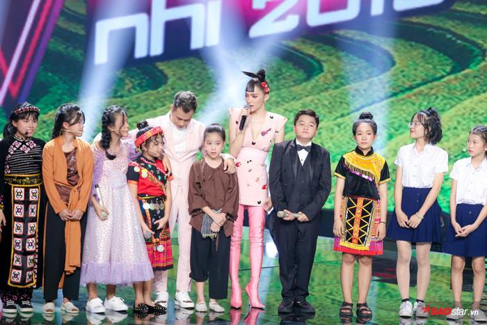 Hương Giang  Dương Cầm cùng rơi nước mắt, tự hào với màn hợp ca I Dreamed A Dream của dàn trò cưng ảnh 10