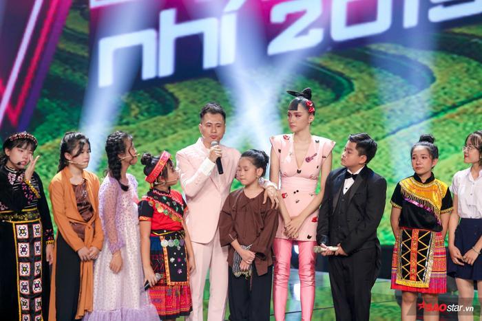 Hương Giang  Dương Cầm cùng rơi nước mắt, tự hào với màn hợp ca I Dreamed A Dream của dàn trò cưng ảnh 11