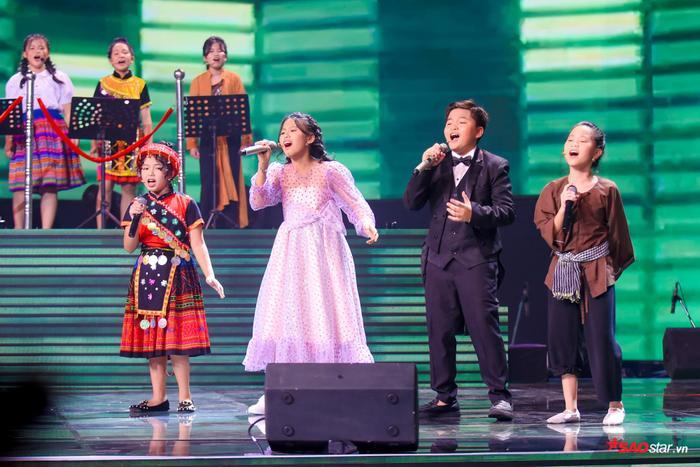 Hương Giang  Dương Cầm cùng rơi nước mắt, tự hào với màn hợp ca I Dreamed A Dream của dàn trò cưng ảnh 7