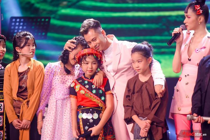 Hương Giang  Dương Cầm cùng rơi nước mắt, tự hào với màn hợp ca I Dreamed A Dream của dàn trò cưng ảnh 9
