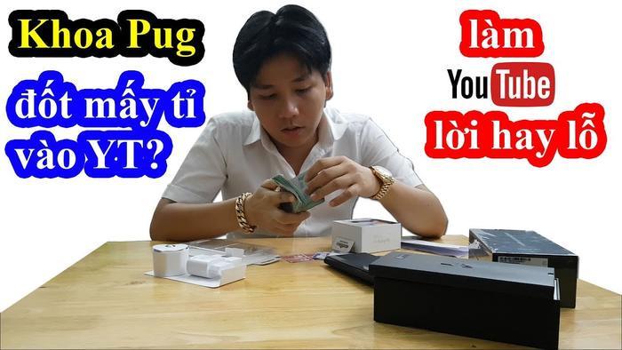 """YouTuber Khoa Pug vừa giải đáp không ít thắc mắc của fan hâm mộ với vlog có tựa đề """"Làm Youtube sang chảnh 5 sao hết bao nhiêu tiền? Lời hay lỗ? Khoa Pug lần đầu tiết lộ""""."""