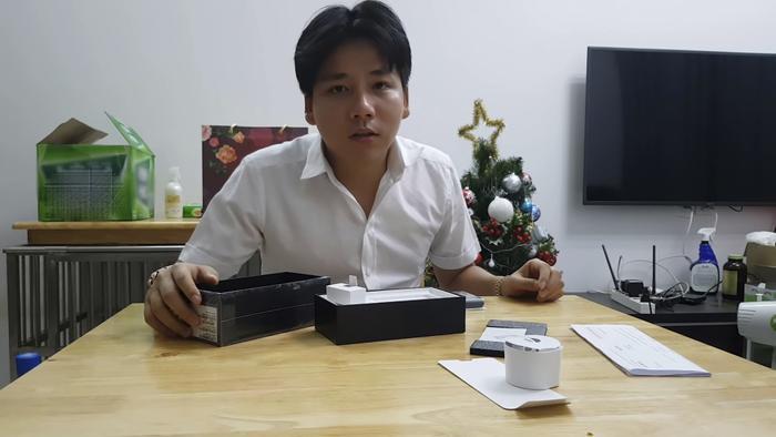 YouTuber Khoa Pug cũng tiết lộ lương của cameraman là 30 triệu/tháng.