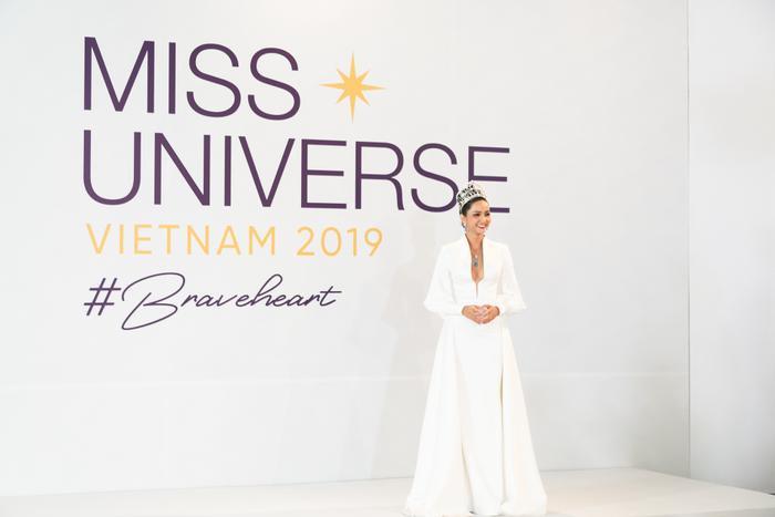 Tập 1 show thực tế đẫm drama lên sóng muộn 2 tiếng, Miss Universe Vietnam 2019 nói gì? ảnh 2