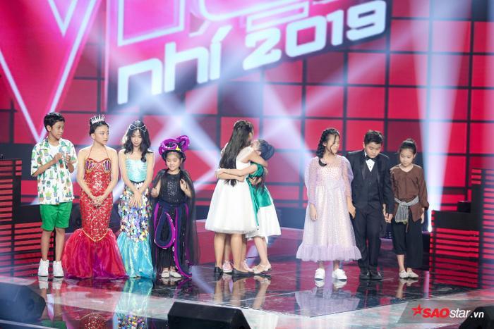 Phạm Quỳnh Anh khóc nấc khi Đức Khôi bất ngờ bị loại, lộ diện Top 9 Giọng hát Việt nhí 2019 ảnh 2