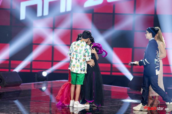 Phạm Quỳnh Anh khóc nấc khi Đức Khôi bất ngờ bị loại, lộ diện Top 9 Giọng hát Việt nhí 2019 ảnh 3