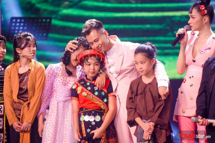 Phạm Quỳnh Anh khóc nấc khi Đức Khôi bất ngờ bị loại, lộ diện Top 9 Giọng hát Việt nhí 2019 ảnh 0