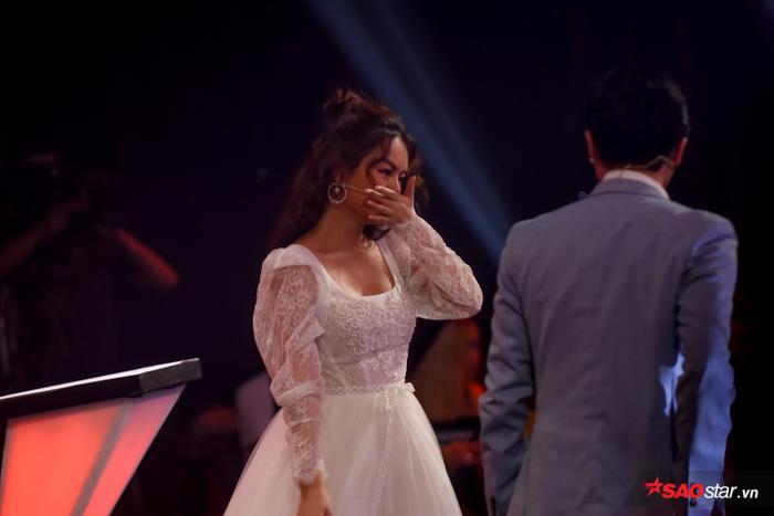 Phạm Quỳnh Anh khóc nấc khi Đức Khôi bất ngờ bị loại, lộ diện Top 9 Giọng hát Việt nhí 2019 ảnh 6