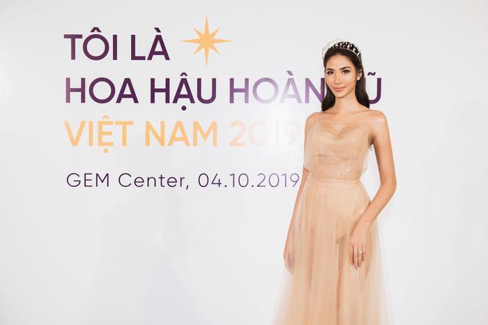 Hoàng Thùy - đại diện Việt Nam tại Miss Universe 2019.