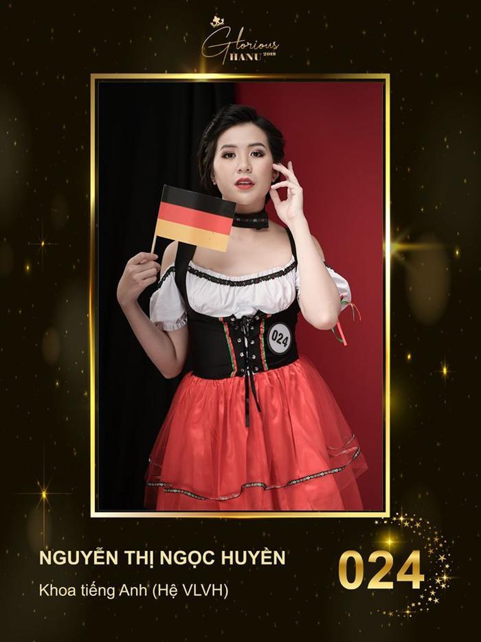 Top 10 nữ sinh xuất sắc nhất cuộc thi Hoa khôi Đh Hà Nội khoe dáng với trang phục dân tộc khắp 5 châu