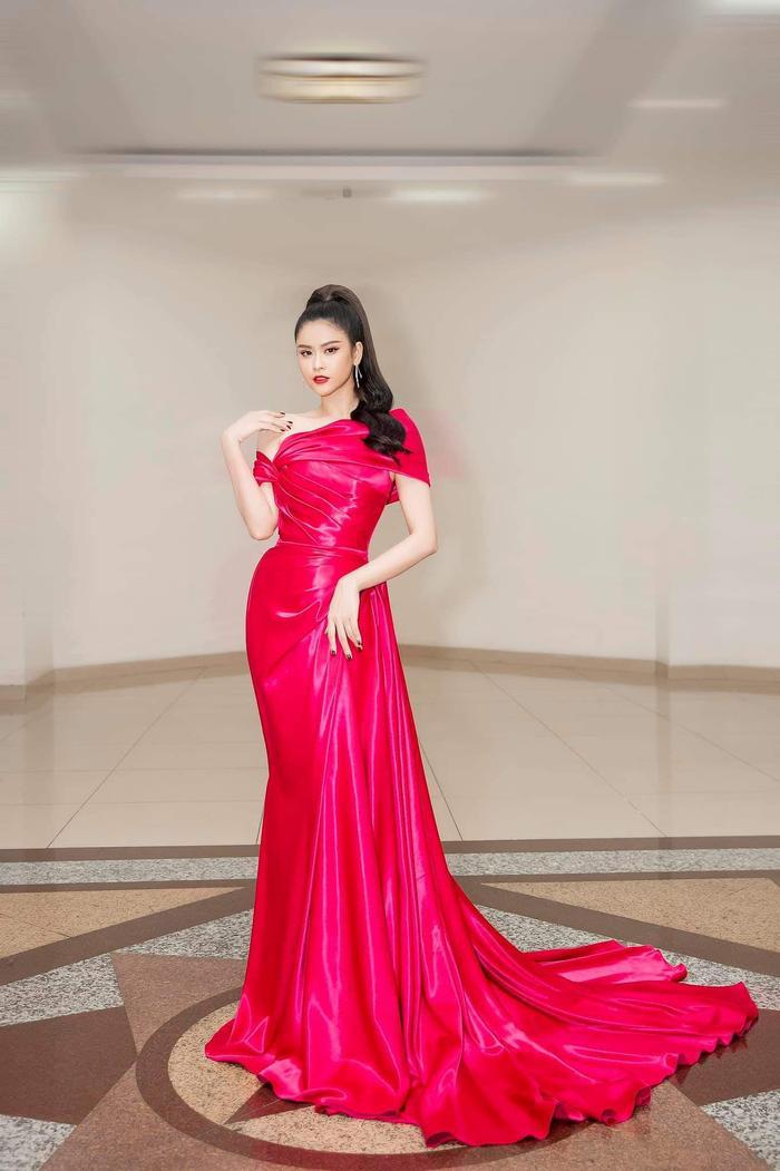 Quyến rũ, đậm đà và ngọt ngào là những gì khán giả có thể cảm nhận qua set đồ này của Trương Quỳnh Anh.