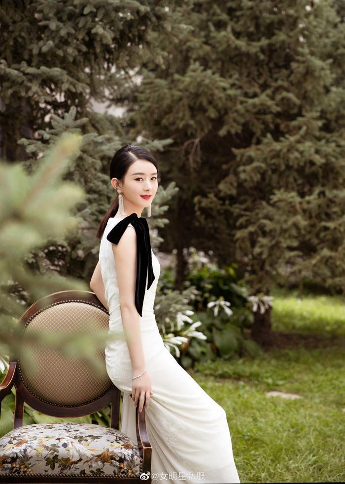 Thân hình thon gọn đáng ngưỡng mộ của Triệu Lệ Dĩnh và Lưu Thi Thi sau khi tái xuất sinh con ảnh 6