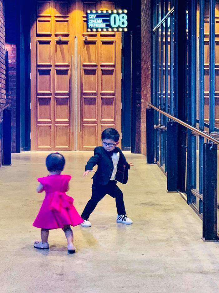 Con gái Thanh Thảo và con trai Đan Trường quấn quýt nhau ngay lần đầu gặp mặt ảnh 2