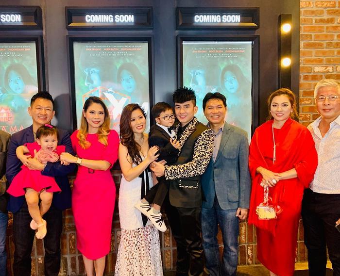 Gia đình Thanh Thảo và gia đình Đan Trường chụp ảnh cùng nhau