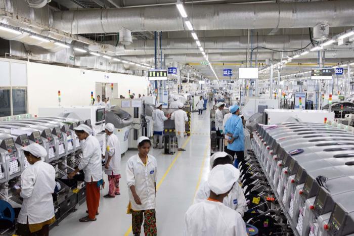 Công nhân ở nhà máy Foxconn Sriperumbudur. (Ảnh: Karen Dias/Bloomberg)