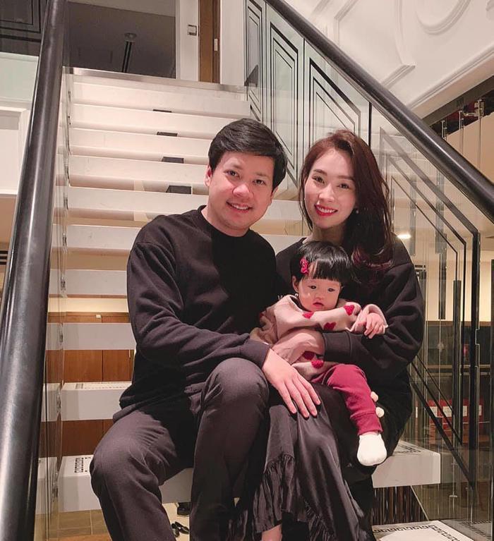 Hình ảnh gia đình 3 người hạnh phúc của Đặng Thu Thảo được cô chia sẻ trên trang cá nhân