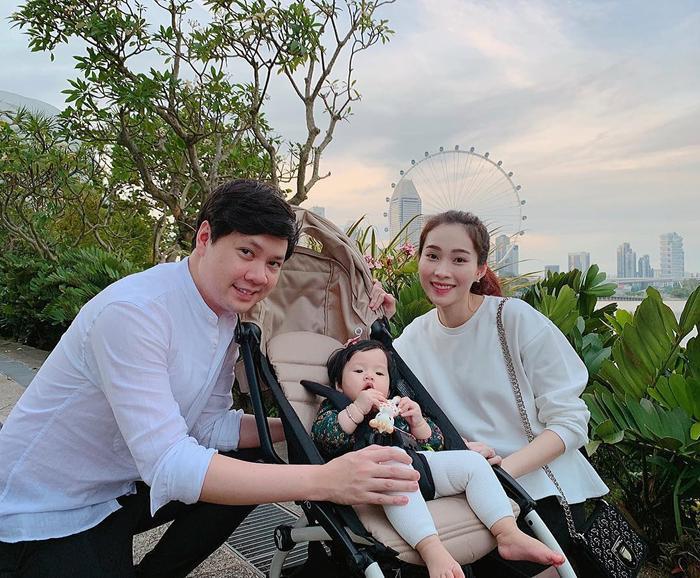 Đến nay nàng Hậuvẫn chọn cuộc sống kín tiếng, hạnh phúc bên ông xã Trung Tín và con gái của mình.