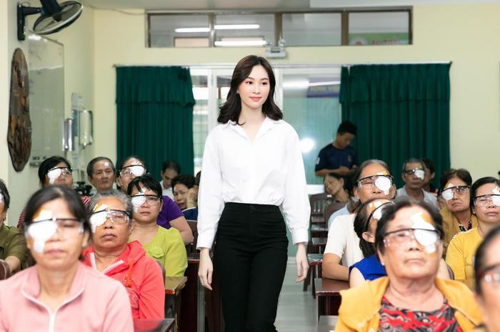 """Sau khi """"yên bề gia thất"""", Hoa hậu Đặng Thu Thảo ngày càng xinh đẹp rạng ngời."""
