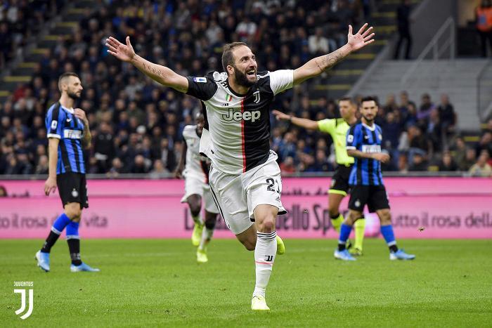Higuain ấn định chiến thắng 2-1 cho Juventus.