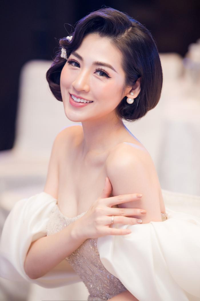 Bảo Thanh tố Tú Anh đi dự event nhưng tâm trí cứ ngắm trai đẹp ảnh 11