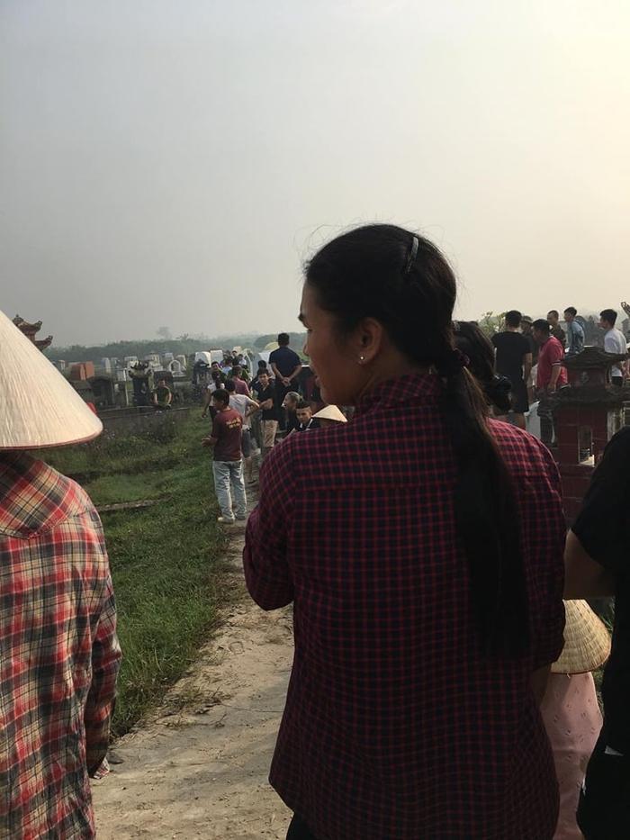 Rất đông người dân tập trung tại hiện trường.