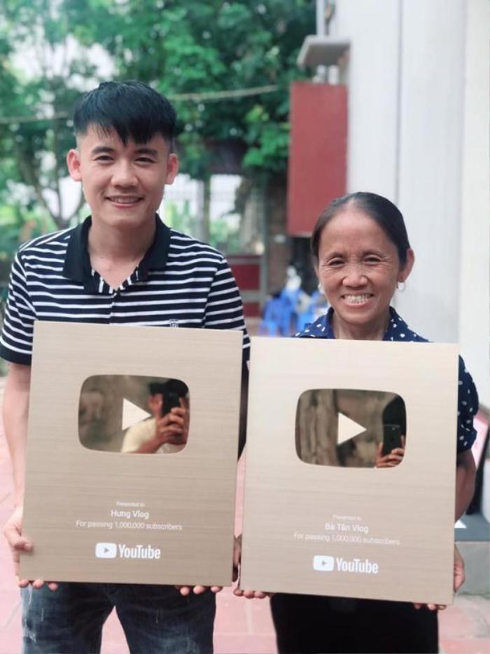 Bà Tân Vlog và con trai từng được Nút vàng của YouTube