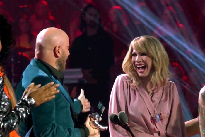 Nam ca sĩ, diễn viên Travolta đã nhầm lẫn rằng cô gái này là Taylor Swift.