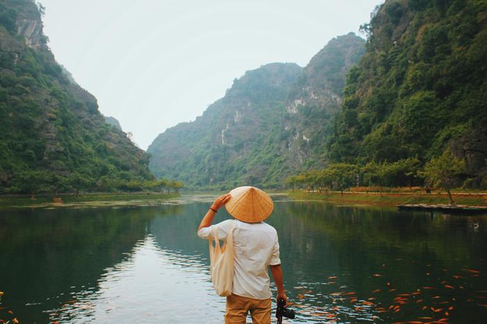 Một hồ nước lớn trong khu vực Động An Tiêm. Chỉ cần đứng vào, background tuyệt đẹp sẽ tôn lên mọi dáng vẻ của bạn trong bức ảnh.
