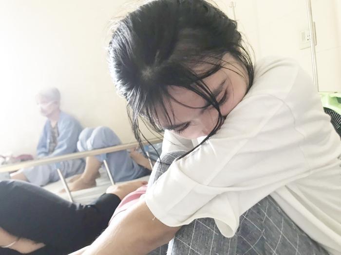 Nữ sinh xinh đẹp bật khóc trong tuyệt vọng vì phát hiện mắc ung thư đúng ngày nhận giấy báo đại học ảnh 4