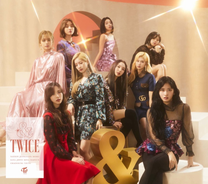 Mina vẫn có mặt trong ảnh chụp quảng bá album &Twice.