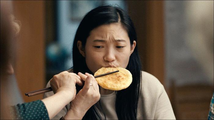 The Farewell - Lời từ biệt: Câu chuyện xúc động về tình cảm gia đình gốc Á nhưng gây sốt ở Hollywood
