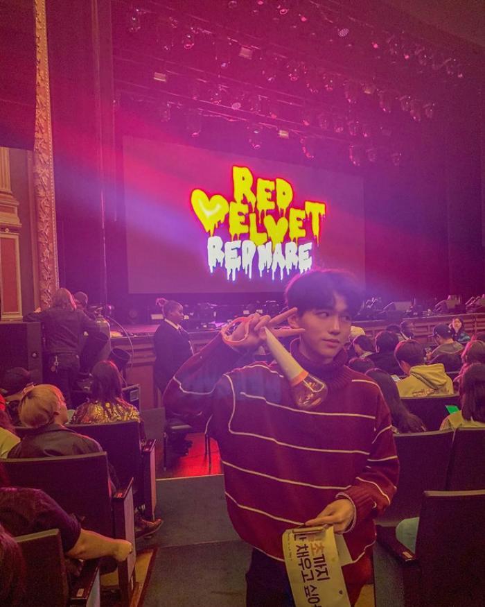 Rich kid 15 tuổi cũng thường xuyên đăng tải ảnh tham dự concert của các nhóm nhạc Kpop.