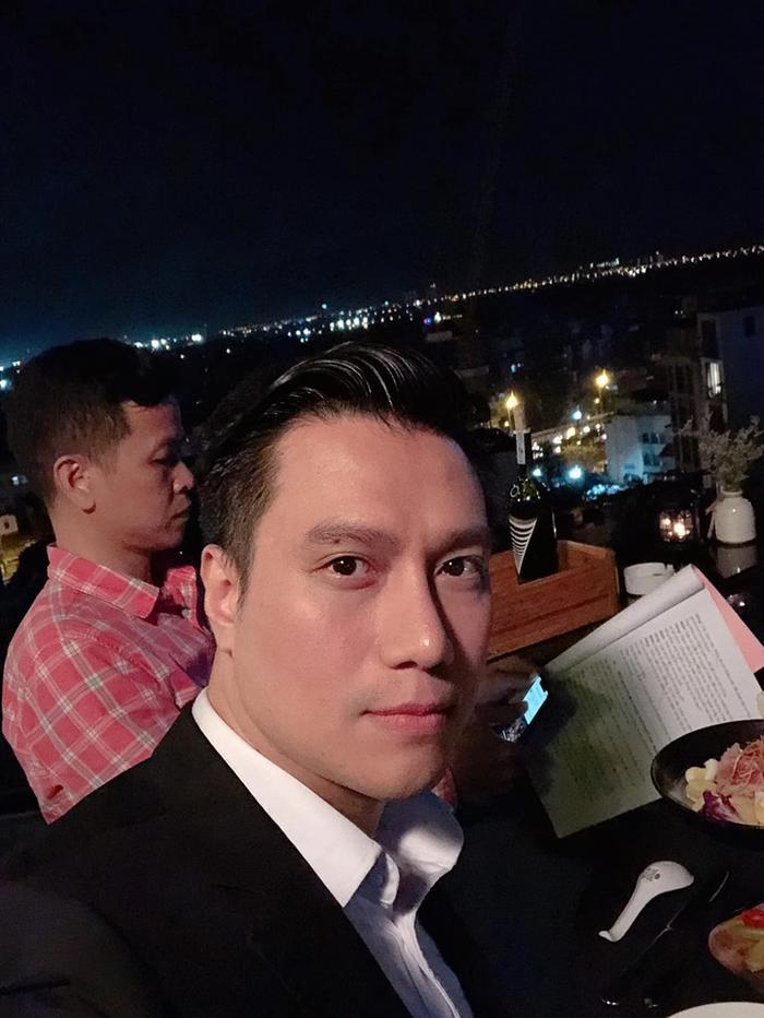 Hình ảnh do chính Việt Anh đăng tải cùng thời điểm ăn tiệc với NSND Hoàng Dũng