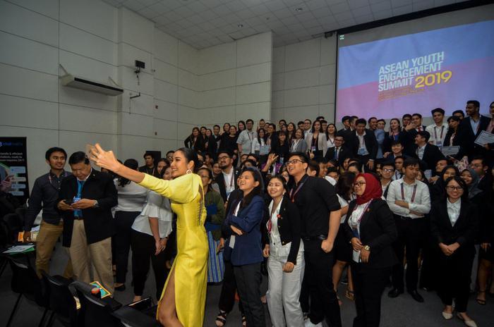 Sự kiện giao lưu giữa Hoàng Thùy và các bạn trẻ Philippines diễn ra hồi tháng 2/2019.