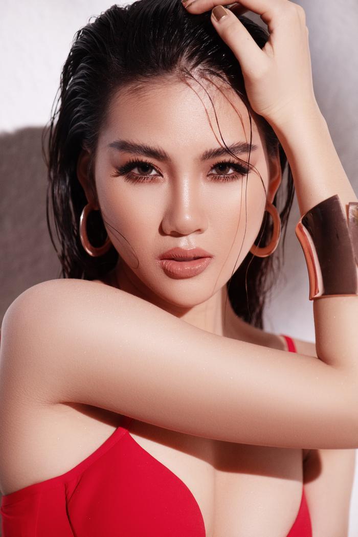 Siêu mẫu Quỳnh Hoa khiến người đối diện say như điếu đổ khi diện bikini ảnh 2