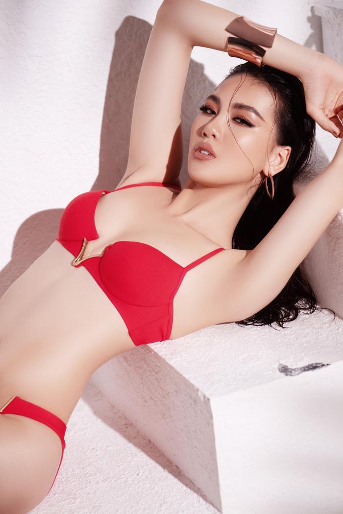 Siêu mẫu Quỳnh Hoa khiến người đối diện say như điếu đổ khi diện bikini ảnh 4