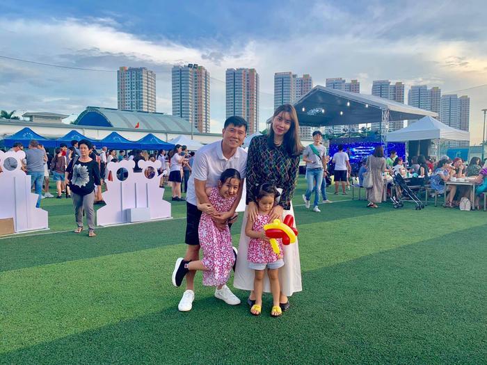 Lưu Hương Giang - Hồ Hoài Anh bắt đầu quen nhau vào năm 2014, cả hai tiến tới kết hôn sau 4 năm quen nhau và tới nay đã có với nhau 2 người con gái xinh xắn đáng yêu