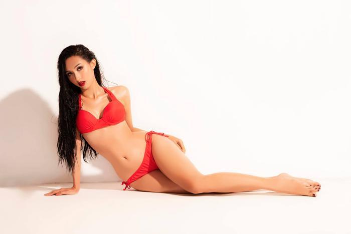 Với nhan sắc và kinh nghiệm chinh chiến tại nhiều cuộc thi trước đây, Thu Hiền được fan đặt nhiều hi vọng sẽ toả sáng, giành lấy vương miện của Miss Asia Pacific International 2019.