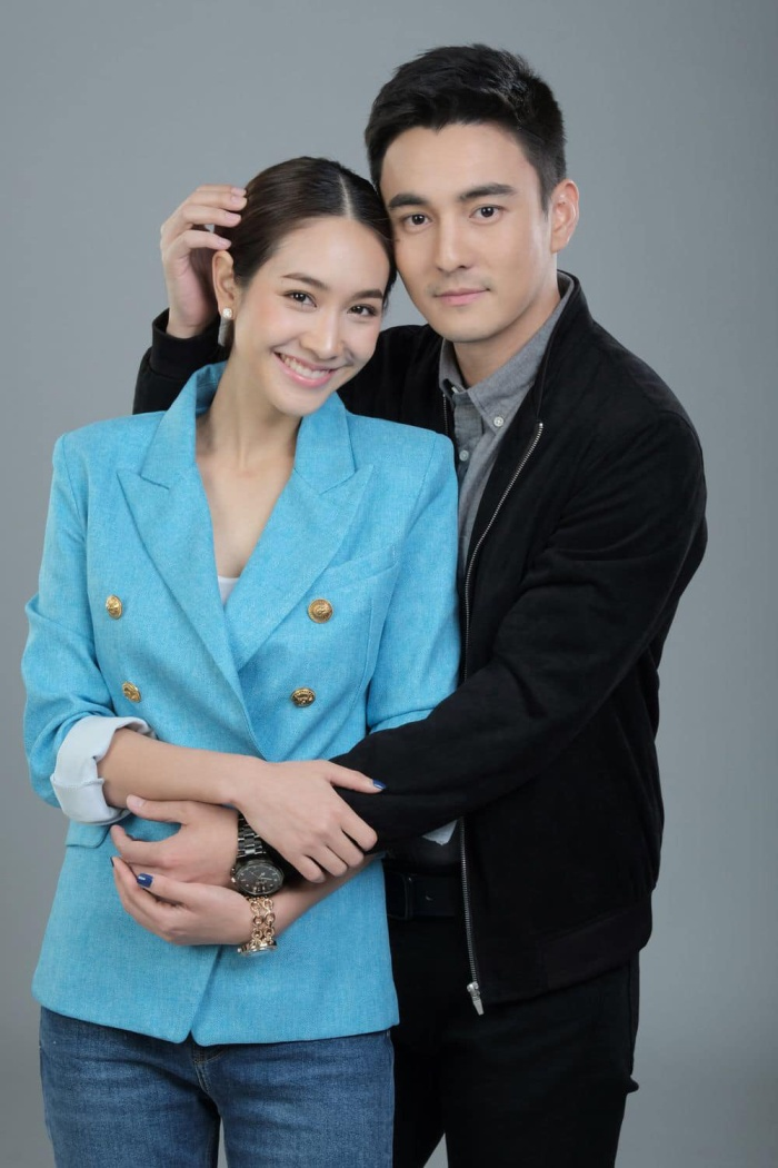"""Ngôi vương """"ông hoàng rating"""" không ai có thể vượt qua được đài 7. Bộ phim Song Naree, diễn xuất của nữ chính Min Pechaya được đánh giá cao khi cô đảm nhận cùng lúc hai nhân vật"""
