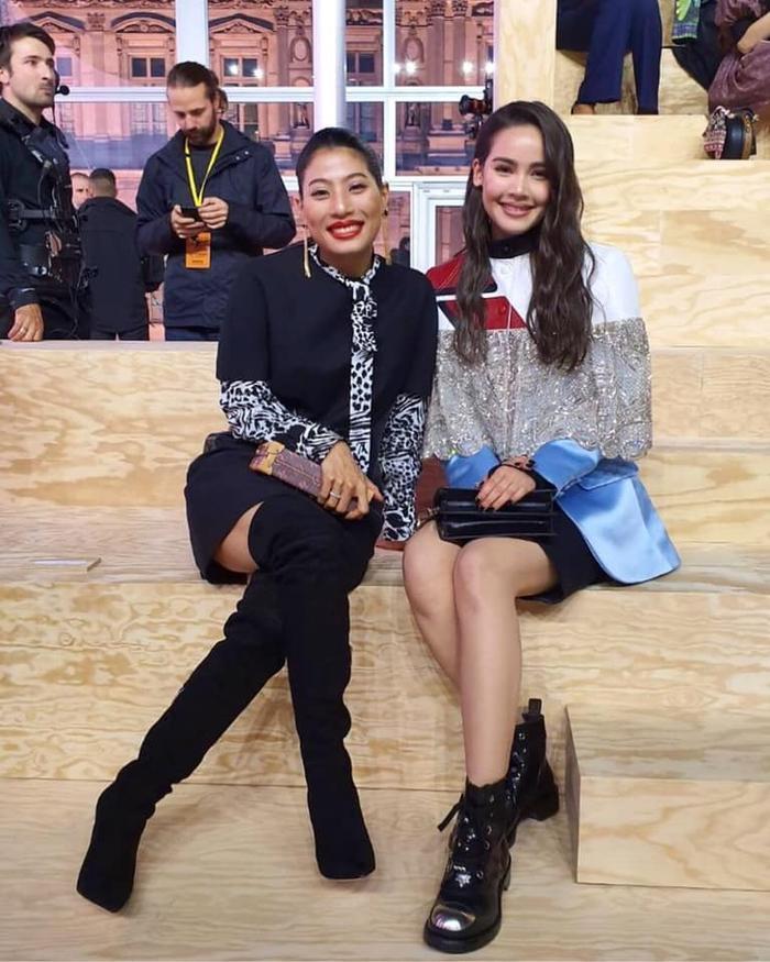 Yaya chụp hình cùng công chúa nước Thái lan tại sự kiện