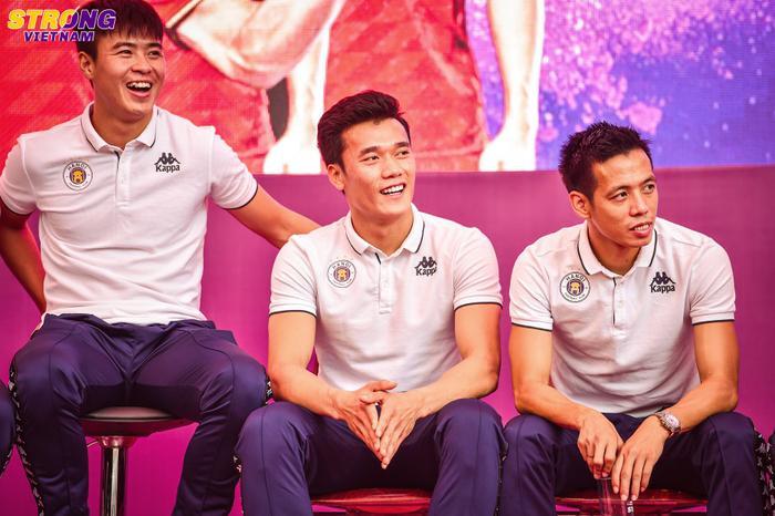 Duy Mạnh cùng các chàng trai CLB Hà Nội chia sẻ về cuộc đời cầu thủ của mình.