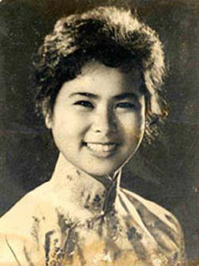 Bức ảnh nhà thơ Xuân Quỳnh lúc trẻ và là tài liệu mà nhóm họa sĩ dựa vào để lên ý tưởng.